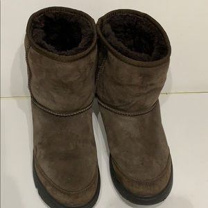 UGG AUSTRALIA BROWN RUBBER SOLE SIZE 6